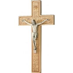 Croix en bois sculptée avec corpus